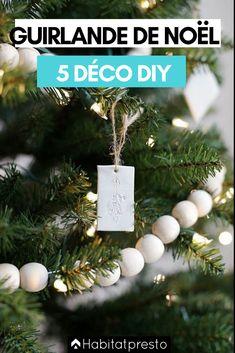 Guirlandes de Noël DIY : 5 déco de fête à faire soi-même #noel #noel2020 #noeltendance #noeldeco #deconoel #deconoelnature #deconoeldiiy #guirlandenoeldiy #guirlandenoelfaitmain #guirlandenoelsapin #guirlandenoelpapier #guirlandenoeldeco #guirlandenoelfacile #guirlandenoelenfant #guirlandenoel Decoration Christmas, Noel Christmas, Winter Christmas, Christmas Wreaths, Christmas Ornaments, Clay Ornaments, Ornaments Design, Hygge Christmas, Christmas Tree Bead Garland
