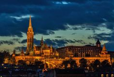 Consigli per trascorrere una bella vacanza a Budapest.  Città bellissima, Budapest è attraversata da uno dei fiumi più suggestivi d'Europa, il Danubio.