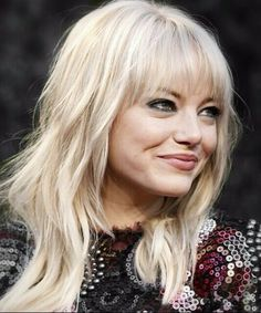 Emma Stone blonde hair, straight across bangs, and front layers My Hairstyle, Hairstyles With Bangs, Pretty Hairstyles, Shag Hairstyles, Hair Updo, Medium Hair Cuts, Medium Hair Styles, Short Hair Styles, Haircut Medium