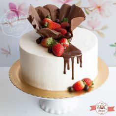 Chocolate Cake Designs, Dark Chocolate Cakes, Cookie Cake Birthday, 21st Birthday Cakes, Food Cakes, Cupcake Cakes, Gelato Cake, Whipped Cream Cakes, Fruit Cake Design