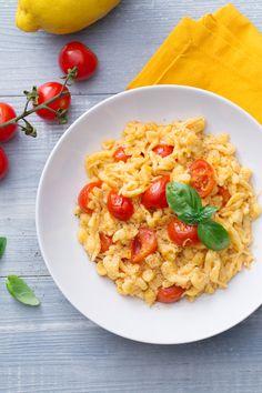 I tipici gnocchetti altotesini incontrano un condimento dal profumo mediterraneo, unendosi in un piatto pieno di sapore: spatzle pomodoro e limone! (Spatzle with tomatoes and lime)