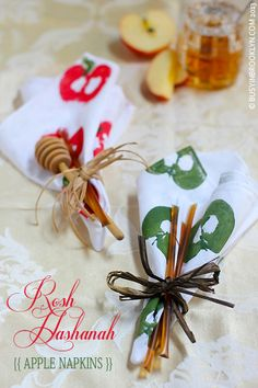 How to make your own linen napkins with apple stamps for your Rosh Hashanah tablescape!