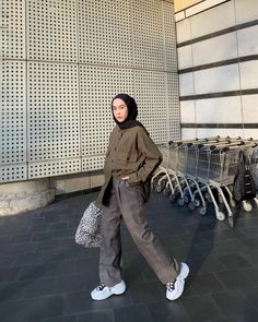 Another oversized shirt from 🖤 LOVEE Modern Hijab Fashion, Street Hijab Fashion, Hijab Fashion Inspiration, Ulzzang Fashion, Modesty Fashion, Muslim Fashion, Look Fashion, Korean Fashion, Fashion Outfits