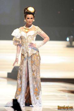 Indonesian Modern Kebaya - By Anne Avantie