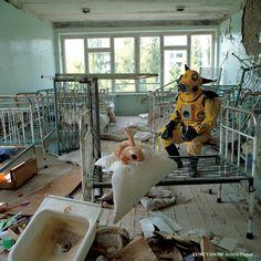 Kenji Yanobe, Atom Suit Project: Chernobyl 1997, photo: Russell Liebman