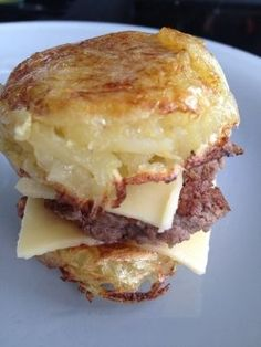 Hamburger de pomme de terre - Rachel et sa cuisine légère et gourmande Healthy Dishes, Food Dishes, Points Plus Recipes, Snack Recipes, Cooking Recipes, Food Is Fuel, Pasta, Low Calorie Recipes, Creative Food