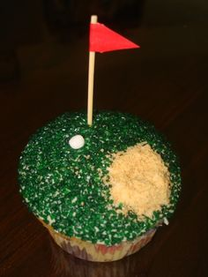 Golf Cupcakes for Father's Day or that favorite Golfer's Birthday. Could be a cake. Golf Cupcakes, Cute Cupcakes, Cupcake Cookies, Dessert Dips, Dessert Recipes, Just Desserts, Delicious Desserts, Yummy Treats, Sweet Treats