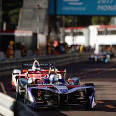 "FORMULA E (@fiaformulae) en Instagram: ""To battle! @sambirdracing leads the @mahindraracing car of @frosenqvist #MonacoePrix #FormulaE…"" Formula E, Race Cars, Audi, Battle, Racing, Lifestyle, Instagram Posts, Ram Cars, Auto Racing"