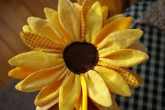 Sunflower-Flower Power - is this fabric sunflower darling or what? Instructions for making it are included! SWEET! :)