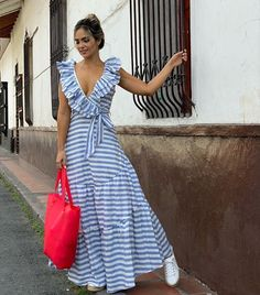 Outfits ideas & inspiration : Now I will share some ideas of striped dresses to wear in spring, striped dresses and bows to wear in spring, striped dresses and belt to wear in spring, Women's Summer Fashion, Girl Fashion, Fashion Looks, Womens Fashion, Fashion Design, Cute Dresses, Casual Dresses, Fashion Dresses, Summer Outfits