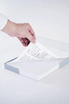 デザイナー向け雑貨ブランドSOGU。A4用紙を整えておいておくためのトレー。ミスコピーのストックにも最適。用紙ジャストサイズであることで紙のコバが揃うほどの心地よさがあります。#SOGU #A3 #A4 #A5 #TRAY #DESIGN #PRODUCT #SIMPLE #COOL #telewaork #テレワーク Paper