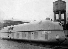 Stromlinien - Dampflokomotive BR der A. Old Trains, Modern Artists, Steam Engine, Steam Locomotive, Color Photography, Vintage Travel, Berlin, Transportation, Tourism