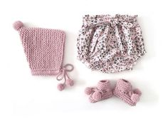 Knitted Baby Hat with Pom pom – Knitting Pattern & Tutorial AND bloomers pattern towards end. Knitted Baby Hat with Pom pom – Knitting Pattern & Tutorial AND bloomers pattern towards end. Easy Baby Knitting Patterns, Baby Dress Patterns, Baby Clothes Patterns, Baby Hats Knitting, Knitted Hats, Crochet Patterns, Sewing Baby Clothes, Knitted Baby Clothes, Pom Pom Hat