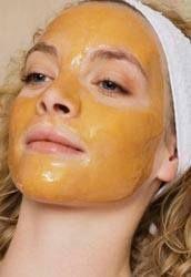 Vous avez des cicatrices ou des boutons tenaces ? Vous sentez que votre peau manque d'éclat ? Rien de mieux qu'un bon MASQUE AU MIEL, effet garanti ! Vous aurez besoin de : - 1 cuillère à soupe de miel (Plus le Miel est foncé plus le résultat est meilleur);... Natural Beauty Tips, Beauty Make Up, Diy Beauté, Beauty Bible, Diy Lotion, Beauty Corner, Face Tips, Perfect Skin, Hair Health