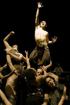 Dance photography - Babel by Sidi Larbi Cherkaoui, Damien Jalet and Antony Gormley. Great emotional connection between them all. Human Poses Reference, Photo Reference, Contemporary Dance, Modern Dance, Art Poses, Drawing Poses, Art Sombre, Tableaux Vivants, Dance Movement