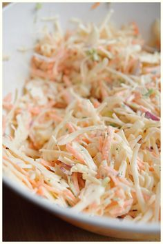 Coleslaw: white cabbage 1 large carrot 2 spring onions 1 small red onion Dressing: 1 tbsp sugar tsp salt tsp celery salt pinch of pepper 1 tbsp milk 6 tbsp mayo 2 tbsp buttermilk tsp Dijon mustard 1 tbsp lemon juice 2 tsp dried parsley Kayotic Kitchen Vegetarian Recipes, Cooking Recipes, Healthy Recipes, Cooking Food, Menu Dieta, Good Food, Yummy Food, Coleslaw, Different Recipes