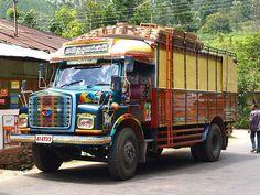 Bus, Ella, Sri Lanka (www.secretlanka.com)