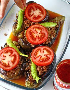 Vinete umplute cu carne - Karniyarik - rețetă turcească | Laura Laurențiu Eggplant, Vegetables, Food, Essen, Eggplants, Vegetable Recipes, Meals, Yemek, Veggies