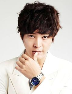 """Joo Won suffers an injury to his nose while filming 1 Night 2 Days Actor Joo Won recently made a trip to the emergency room after injuring his nose while filming '1Night 2 Days'.  His agency revealed on the 18th, """"During the filming for '1N2D', Joo Won was in the middle of a game with the football team at Korea Maritime University and his nose collided with a player's head, and he ended up injuring the ridge of his nose, causing swelling."""" -Get well soon oppa :)"""