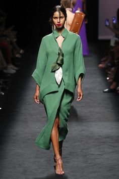 Marcos Luengo Madrid Printemps- t 2020 - D fil Vogue Paris Vogue Fashion, Fashion 2020, Runway Fashion, Spring Fashion, High Fashion, Fashion Show, Fashion Outfits, Fashion Trends, Vogue Paris