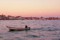In barca al tramonto. #venezia #venice #sunset #sunsets #boat #barca #travel #sailing #sailingboat  #italian #ig_captures #picoftheday #tramonto by venicecommuter