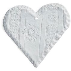 Valerie Casado White Porcelain Heart (260 BRL) ❤ liked on Polyvore featuring home, home decor, fillers, hearts, white home accessories, inspirational home decor, white home decor and heart home decor