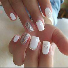 "5,646 Me gusta, 20 comentarios - SE VENDE CUENTA DE IG (@nails_originales69) en Instagram: ""Te gusta este lindo diseño? Dale like♥️♥️♥️ . . . . . . . . . . . #nailsaddict #nailsstyle…"" Short Nails, Long Nails, Cute Nails, Pretty Nails, Classy Nails, White Acrylic Nails, White Nail, Luxury Nails, Diamond Nails"