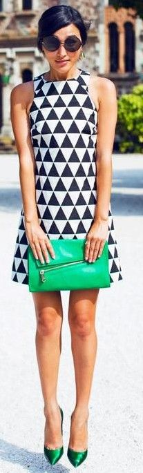 Super mod dress.  geometric print.  60's and 70's inspired shift dress.  women's fashion and street style.  pop of kelly green.