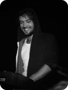 Ben Lovett does this super adorable thing where he torments me just by existing.  It's really cute.  And painful.  Gah D: