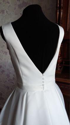 Moderne minimalistische Atlas-Hochzeitskleid mit offenen