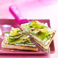 Découvrez la recette Tartines de courgette au chèvre sur cuisineactuelle.fr.