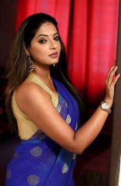 Beautiful Tamil Girl Reshma Pasupuleti Hot In Blue Saree