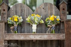 Yellow wedding details Maid Of Honor, Flower Bouquets, Flowers, Groomsmen, Wedding Details, Wedding Decorations, Table Settings, Wedding Stuff, Wedding Ideas