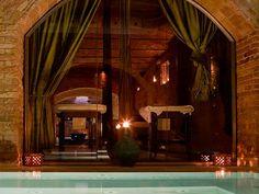 En este spa podemos sumergirnos en aguas tibias, calientes y frías en el mismísimo subsuelo de la ciudad de Barcelona