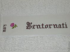 Serviette de toilette - Bentornati a Casa - Mary - Brodé mains.- point de croix - cross stitch - broderie - embroidery -..  Blog : http://broderiemimie44.canalblog.com/