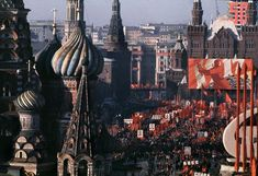vintage everyday: Wonderful Colour Photos of Anniversary Soviet October Revolution in Moscow, 1967 Russian Revolution 1917, Fotojournalismus, Back In The Ussr, Russian Culture, Photographer Portfolio, Modern History, Magnum Photos, Photo Essay, Historical Pictures