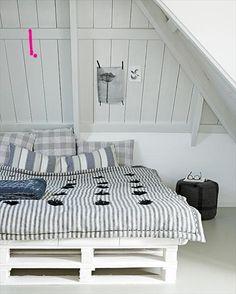 http://palletfurnitureideas.blogspot.com/2013/05/pallet-bed-frame-plans.html
