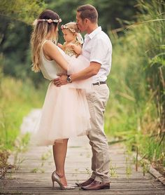Cutest family photo. Photoshoot inspiration, tulle skirt, flower crowns - what to wear