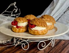 Theseraspberry mascarpone choux a la creme are small pieces of deliciousness! Their richness and intense taste is impressive and their design is amazing!