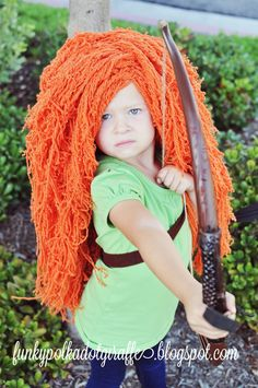 Funky Polkadot Giraffe: Wiggin' Out: Princess {Merida} Costume Wig Tutorial-I may never have time for this, but just in case because I LOVE it! Merida Costume, Costume Wigs, Up Halloween, Halloween Costumes For Kids, Yarn Wig, Diy Wig, Crochet Costumes, Crochet Disney, Princess Merida