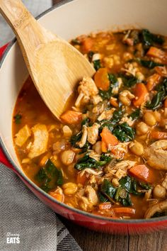 Chicken Chickpea Spinach Soup (from www.slimmingeats.com) -a healthy hearty and delicious soup that is both high in protein and fibre and a perfect meal for any day of the week.#soup #glutenfree #chickpeas #garbanzo #chicken #spinach #slimmingworld #weightwatchers Pureed Food Recipes, Lunch Recipes, Easy Dinner Recipes, Cooking Recipes, Free Recipes, Chicken Chickpea, Chickpea Soup, Slimming World Soup Recipes, World Recipes