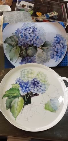 Hydrangea Painting, Plant Painting, China Painting, Tole Painting, Hand Painted Plates, Painted Vases, Cerámica Ideas, China Clay, Antique Dishes