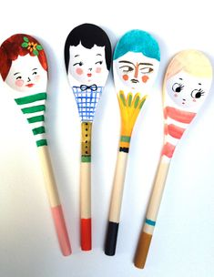 Des cuillères en bois décorés par les enfants! Quel merveilleux cadeau à offrir à maman ou à mamie!