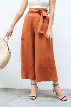 Make These DIY Shirred Wide Leg Pants (a pair & a spare)These DIY shirred wide leg pants is all about being chic and comfy at the same time.Women S Fashion Queen Street MallShirring for expandable waistThis Content For You If You Love fashion trends Wide Leg Linen Pants, Linen Trousers, Wide Pants, Wide Leg Trousers, Women's Pants, Wide Leg Pants Outfit Summer, Summer Pants, Wide Legged Pants, Culotte Pants
