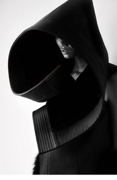 Fashion as Art - dramatic and dark, oversized hood with sculptural shape and structure; 3D fashion design // Qiu Hao