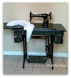 This Singer sewing machine is fully functional but it needed a makeover. I painted it with black chalk-style paint, distressed it and finished it with a clear w… Treadle Sewing Machines, Vintage Sewing Machines, Crate Stools, Natural Toys, Diy Vanity, Old Dressers, How To Dye Fabric, Sewing Tables, Singer
