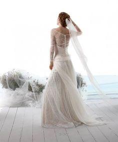 81 fantastiche immagini su Abiti da sposa nel 2019 de46dcda41e9