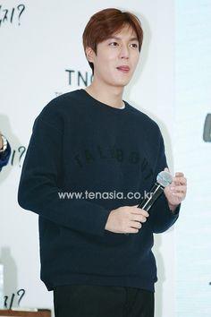 [ Korea NEWS : 10 Asia ]  Lee Min Ho : TNGT: Fan Sign on 14 September 2015 ]  [TENPHOTO] 이민호, '집중할 때 버릇 마저 귀여운 너란 남자' :: 네이버 TV연예
