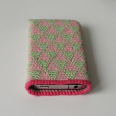 Crochet iPhone 4 cover.