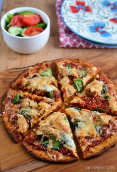 Slimming Eats Sweet Potato Pizza Crust Recipe - Gluten Free Dairy Free Grain Free Paleo AIP Slimming World Weight Watchers and Vegetarian friendly Slimming Eats, Slimming World Recipes, Slimming World Pizza, Healthy Snacks, Healthy Eating, Healthy Recipes, Clean Eating, Healthy Pizza, Sweet Potato Pizza Crust
